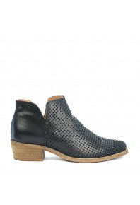 EOS Toga Boot Black Perforated